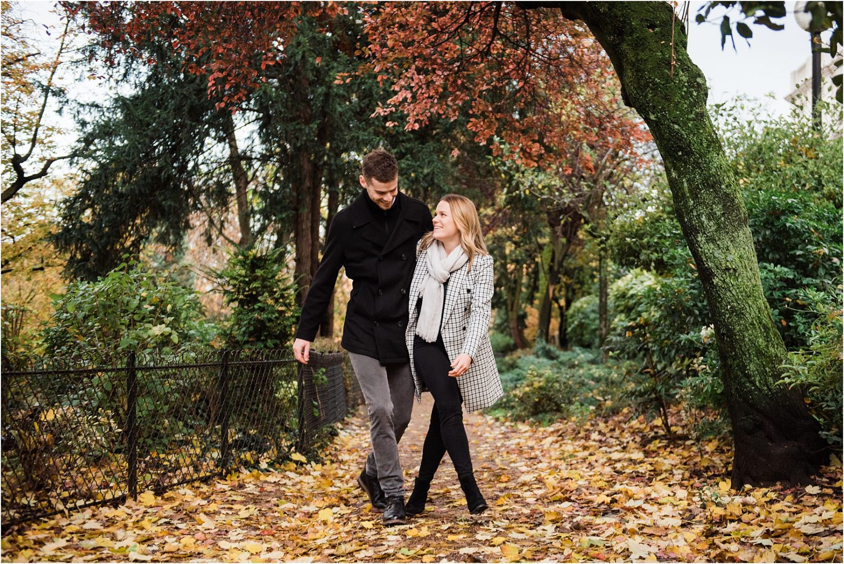 engagement shoot in the fall leaves in Paris
