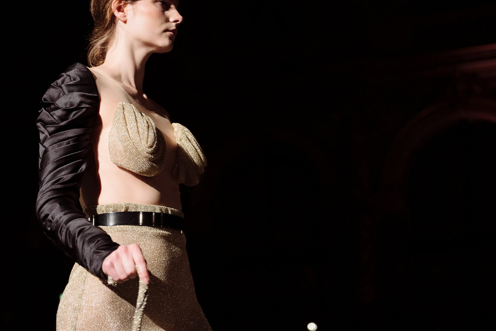 shooting fashion shows at fashion week how to guide for photographers